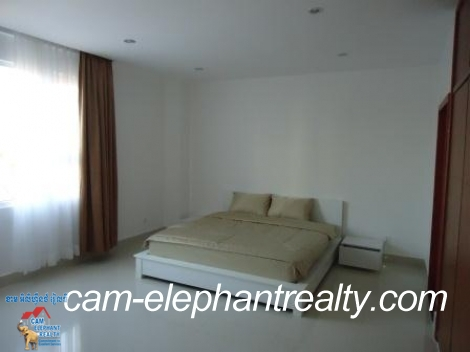 Western Service Apartment in Boeng Trabek for Rent,2BR