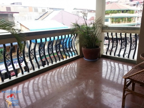 Large Balcony 2bed + 3bath Apartment $500 Riverside