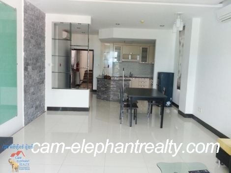 **Very Large Western Apartment 2bedrooms $650-700/month Russian Market