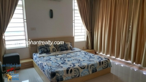 Western Apartment 1bed+2bath $450/month Full of light, large Unit BKK3