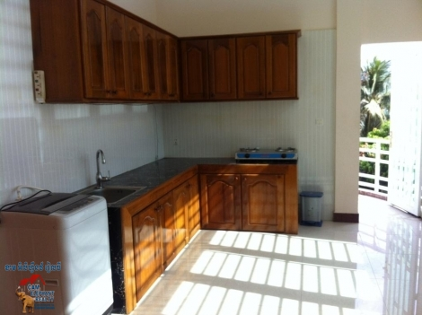 Big balcony 3bed Apartment furnished $650/month Russian Market
