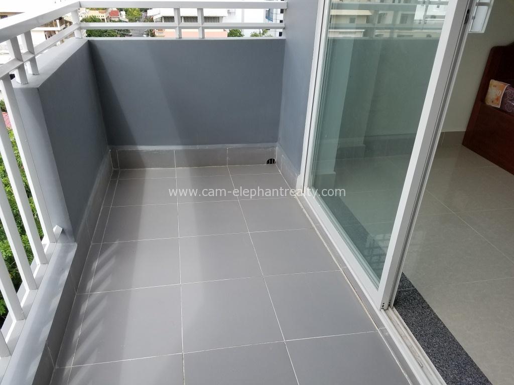 Western Apartment 1Bed Unit $350/month BKK3