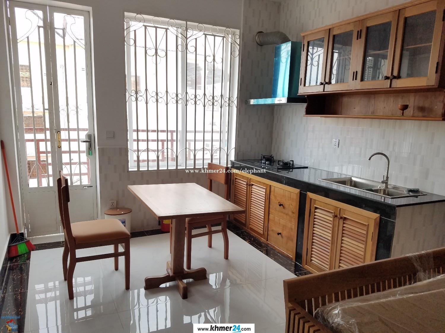 New Western Apartment 2Bed Unit **elevator Russian Market