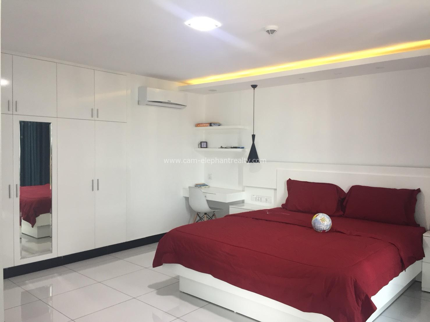 Modern Pool & Gym Penhouse Apartment For Rent In BKK3,3 Bedroom=$2200/m