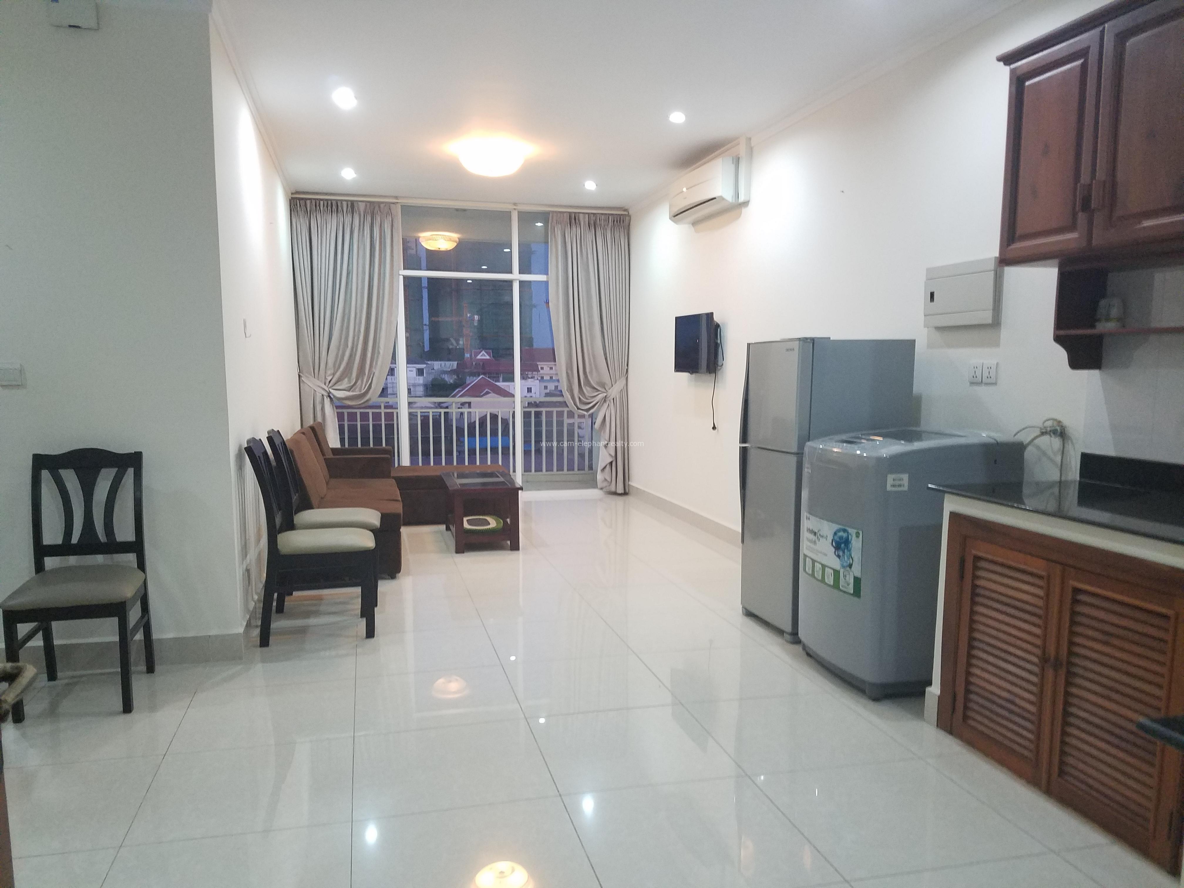 Western Apartment 2Bedroom **spacious unit $400-450/month Boeng Trabek