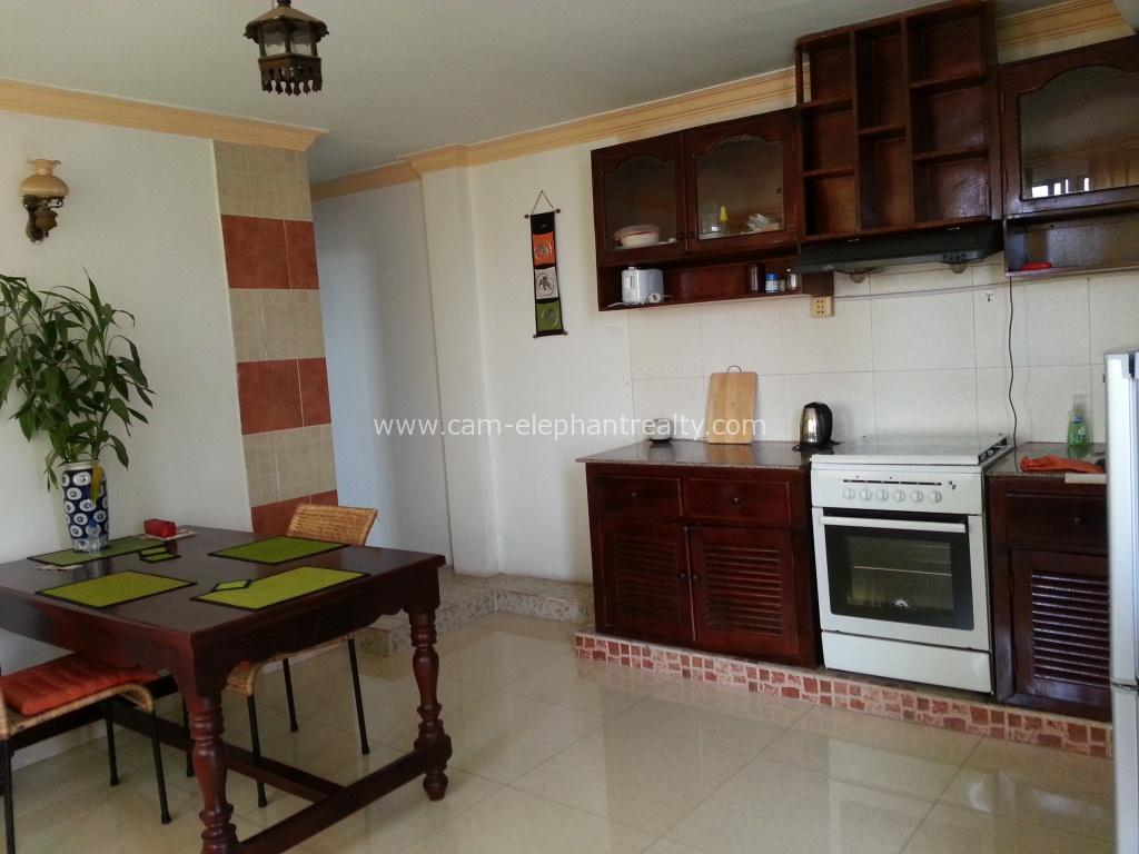 Western Apartment 2Bedrooms balcony $320/month BKK2