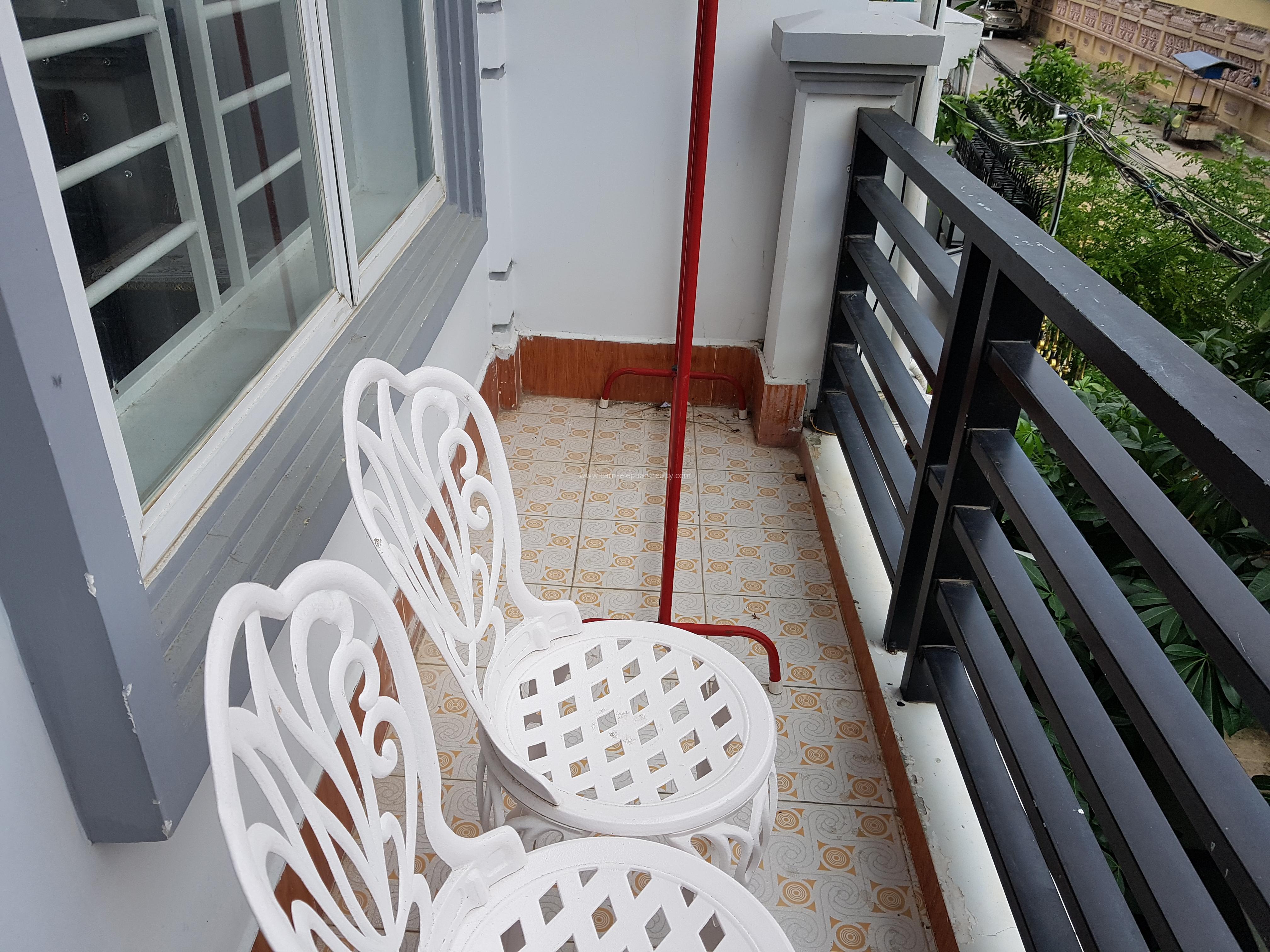 Western Apartment 2Bedroom+2bathroom $400/month near NAGA world