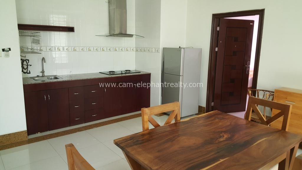 Western Apartment 2Bedroom+2bathrooms **large Unit $450/month BKK3