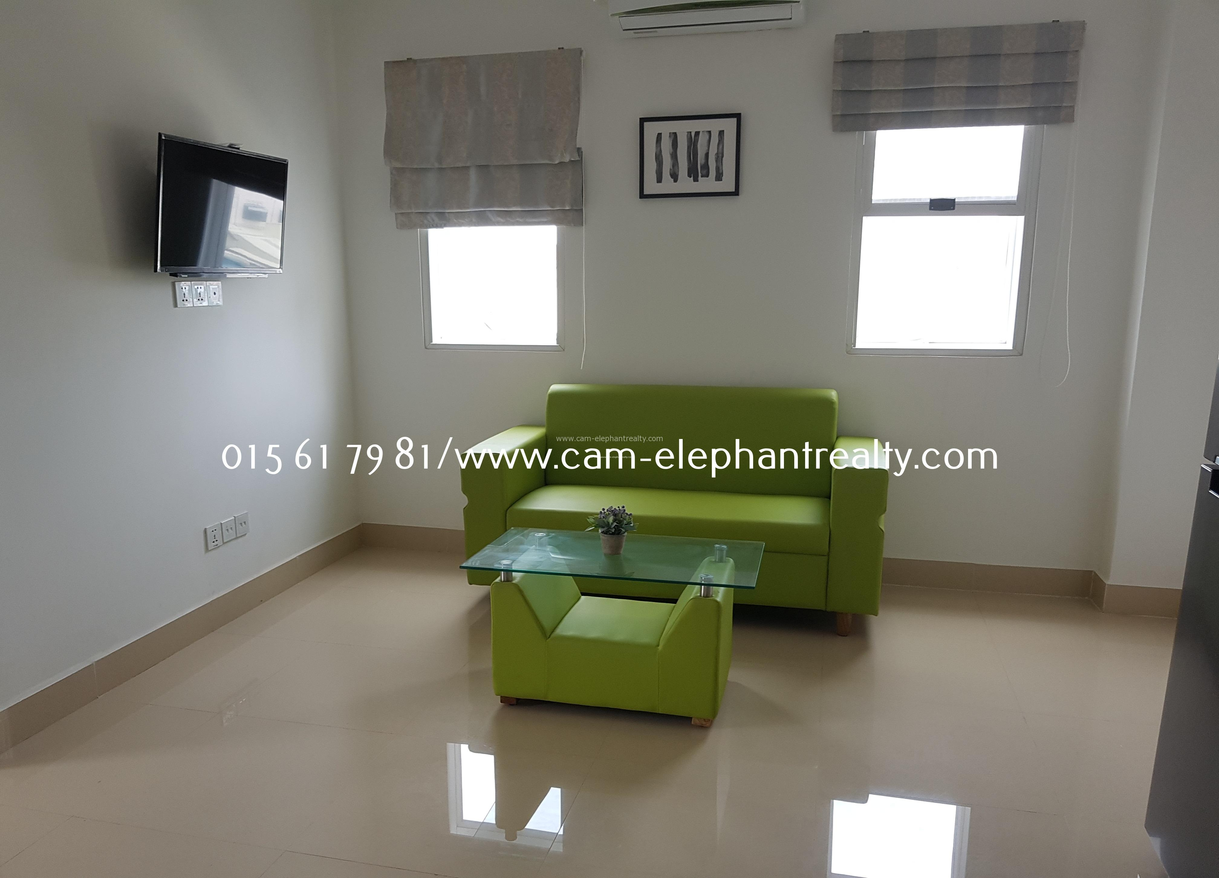 New Western Apartment 1Bedroom **elevator $350/month near Kampucheakrom blvd