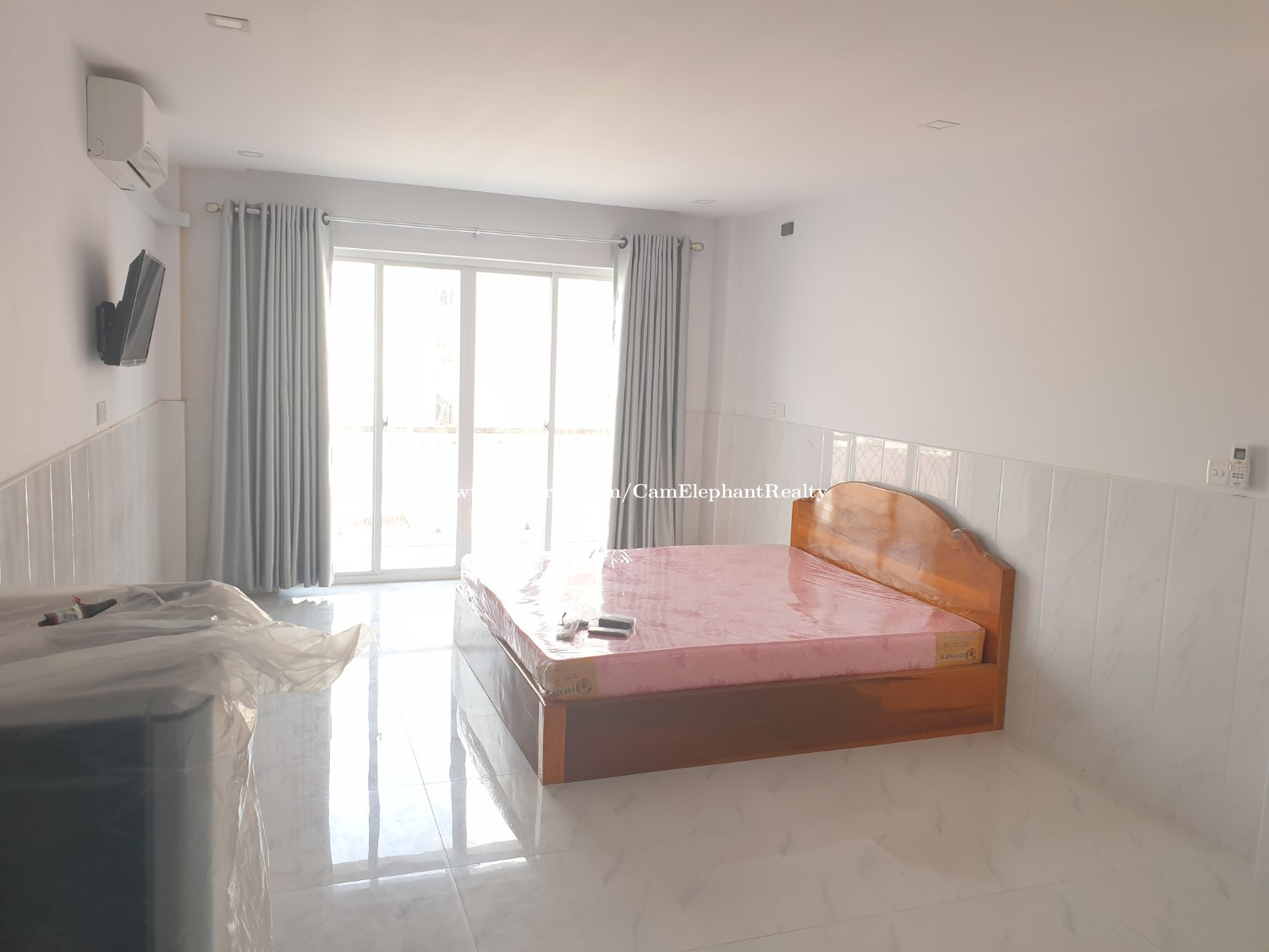 New Furnished Apartment 1Bedroom with balcony near Olympic $250