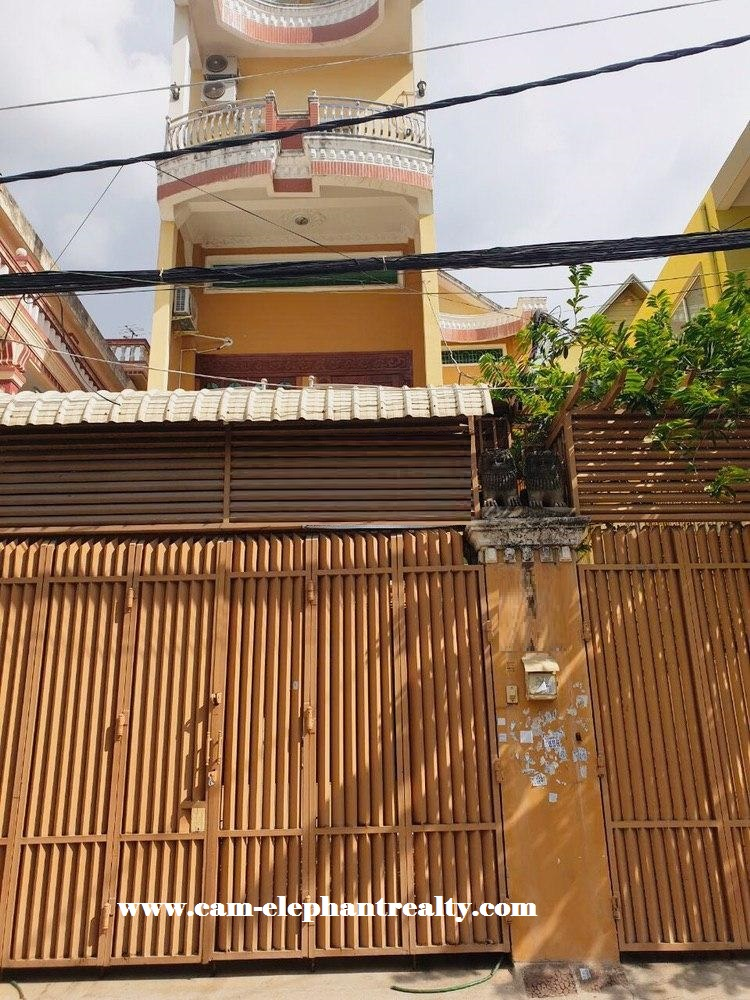House for Rent at BKK3
