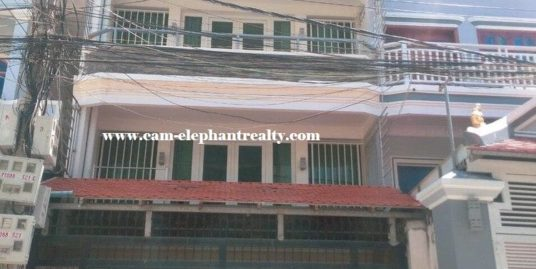 7Bed House for Rent at Boeung Tompon