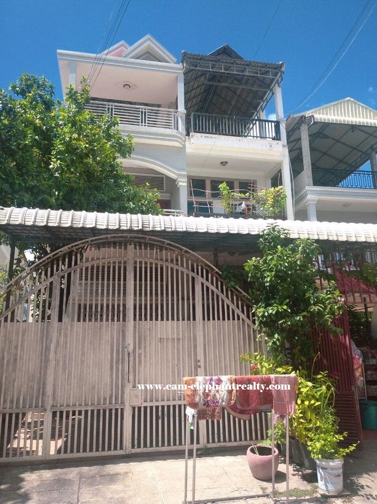 5Bed House for Rent at Boeung Tompon
