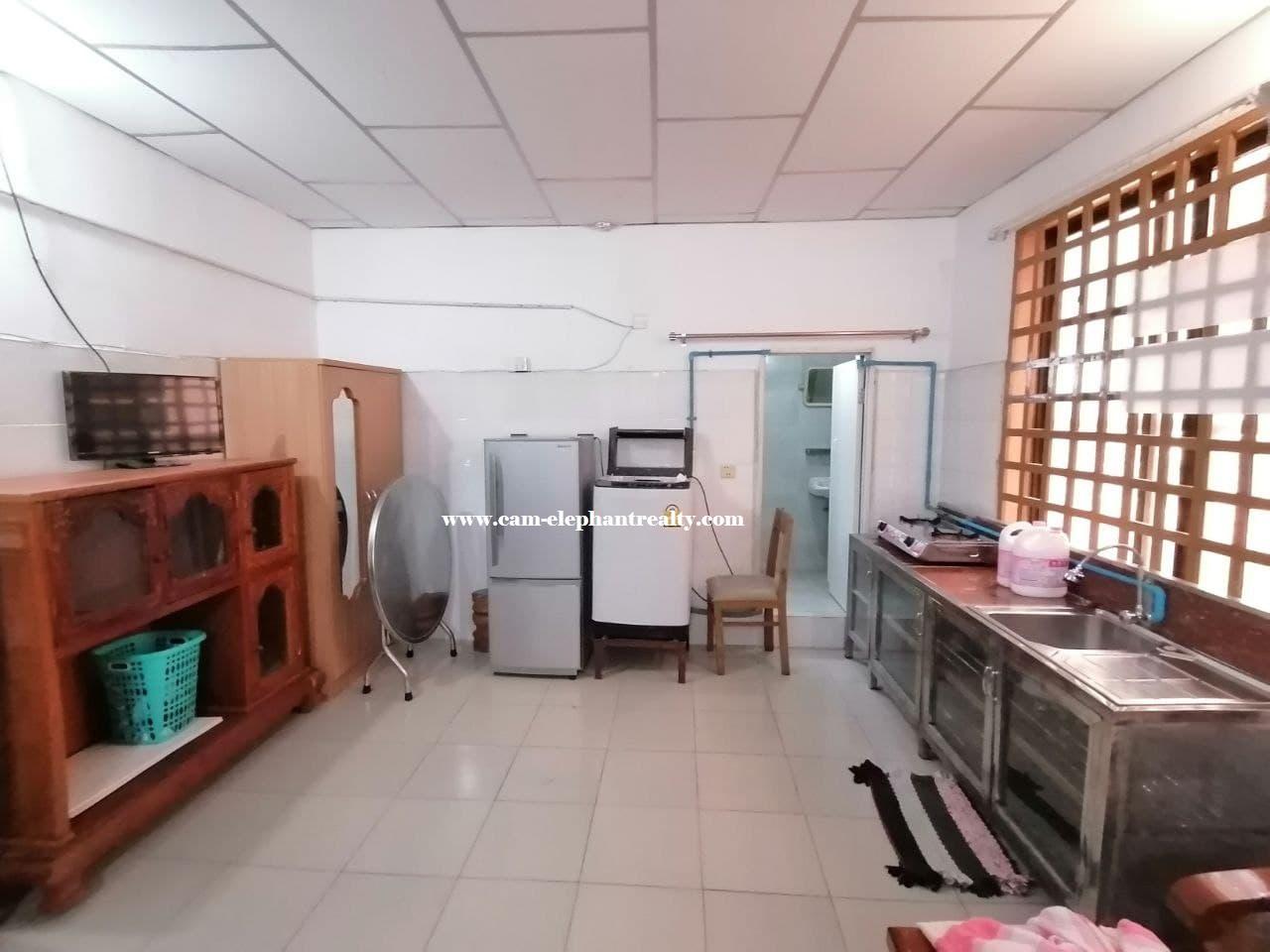 Apartment for Rent (Studio Room; BKK3 area)